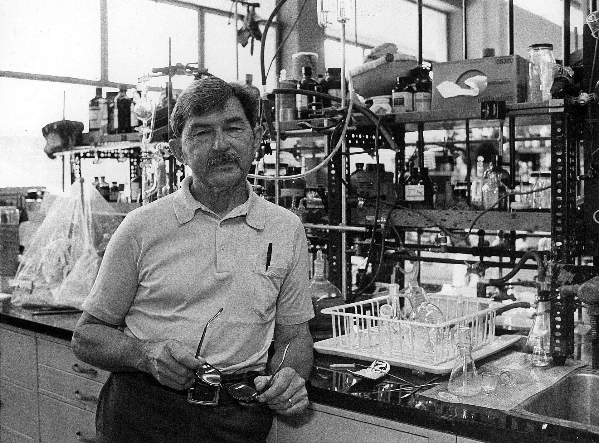 17 U.S. Immigrants Who Won the Nobel Prize in Chemistry
